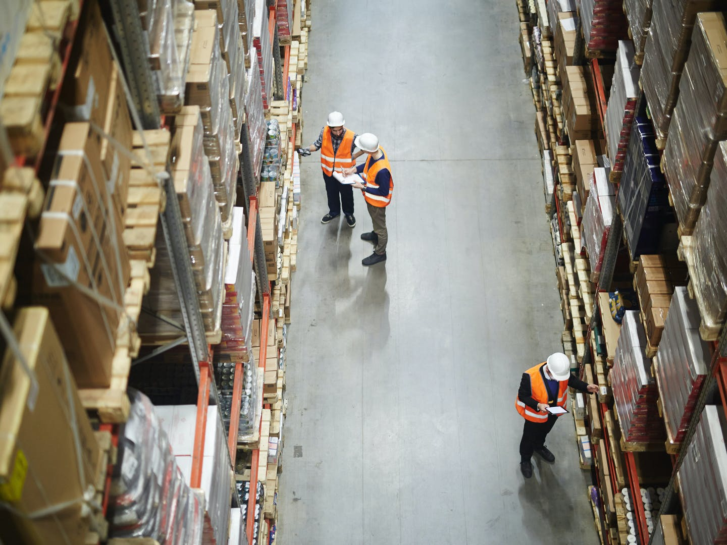 Whats the difference between a warehouse and distribution center